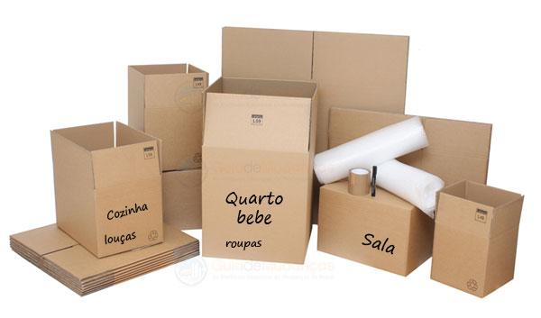 caixas de mudanças sendo separadas por cômodo
